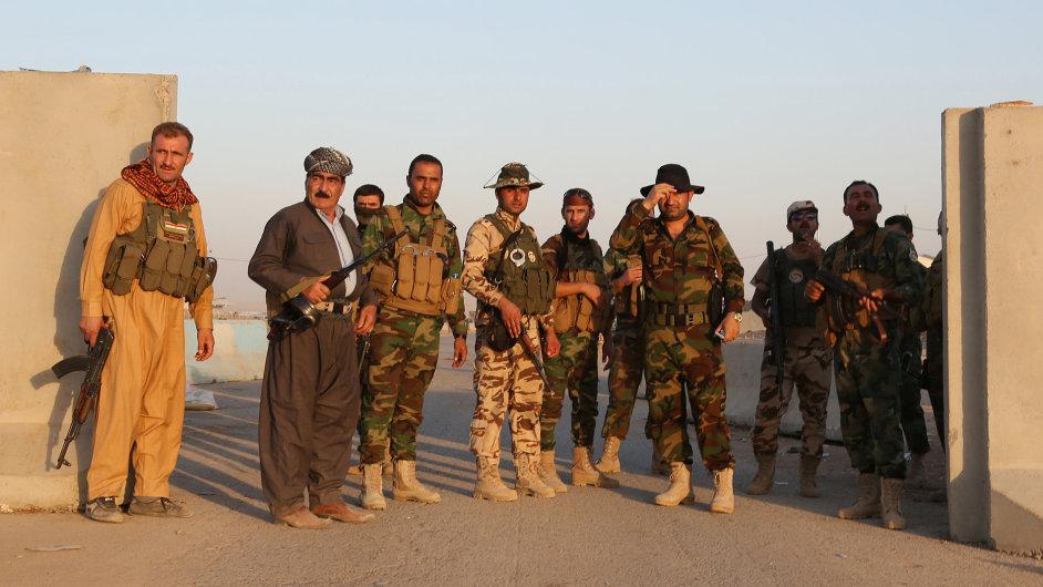 Kurdští vojáci na stráži