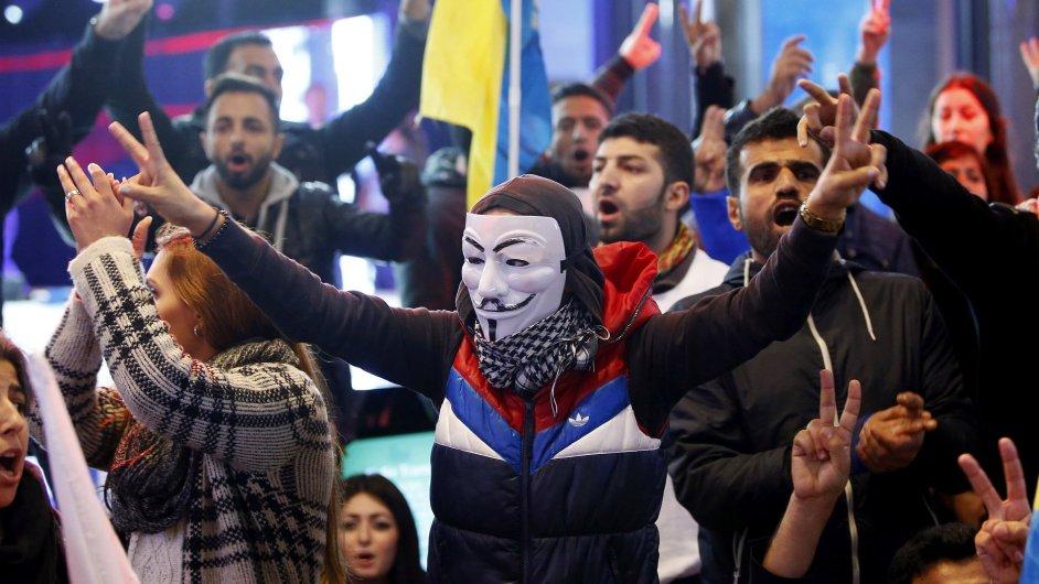 Kurdští demonstranti vtrhli i do Evropského parlamentu.