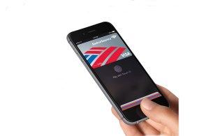 Jak se platí s Apple Pay: Hamburger a apple pie s iPhonem místo karty
