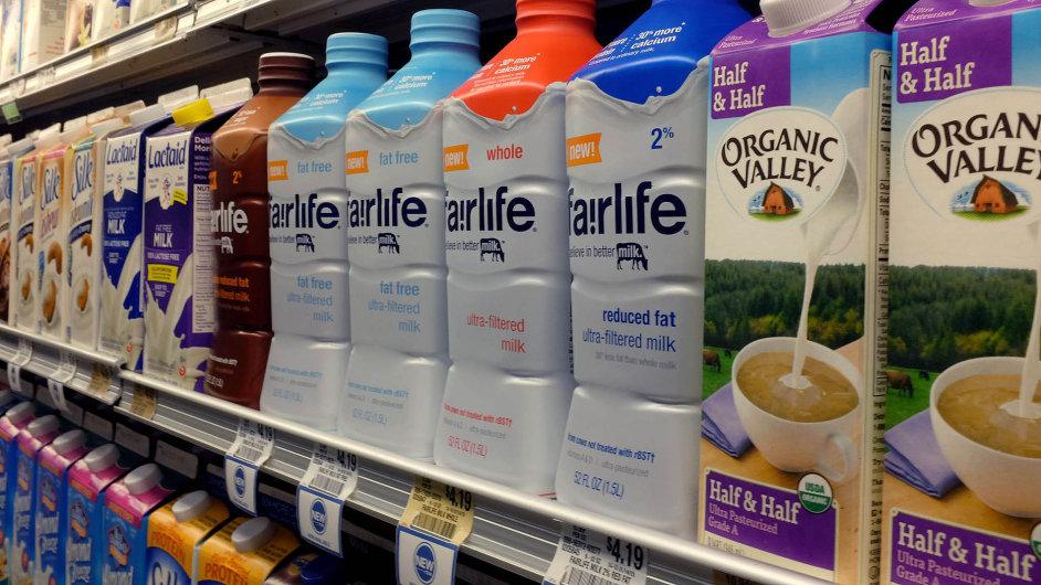 Coca-Cola, mající ve svém portfoliu přes 500 značek, věří, že její obohacené mléko Fairlife zákazníky zaujme. (Na snímku obchod v Miami na Floridě.)