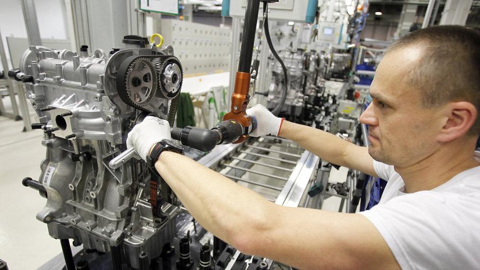 Motorárna - výroba automobilových motorů v automobilce Škoda Auto v Mladé Boleslavi. Na snímku litrový benzinový třívalec používaný v nové Škodě Fabia