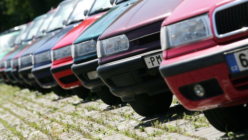 Nově se bude ekologický poplatek vztahovat i na vozy starší 10 let.