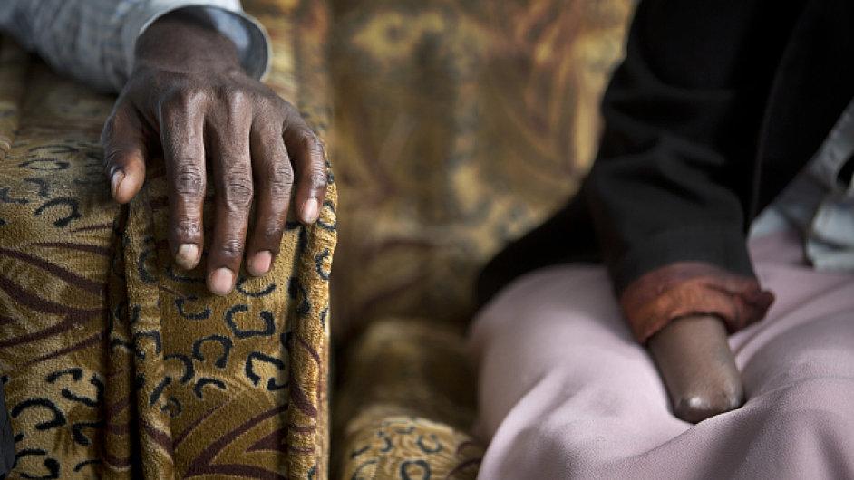Rwandská genocida bývá označována za poslední genocidu 20. století. Během sta dní většinoví Hutuové zmasakrovali na 800 tisíc menšinových Tutsiů, dalších 2,7 milionu uprchlo.