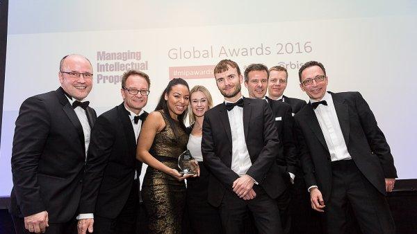 Tým kanceláře Taylor Wessing na vyhlášení výsledků žebříčku MIP Global Awards 2016 v Londýně