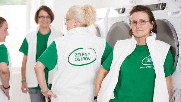 Druhou podobnou prádelnu, která by zaměstnávala neslyšící, manažerky projektu v Česku neznají.