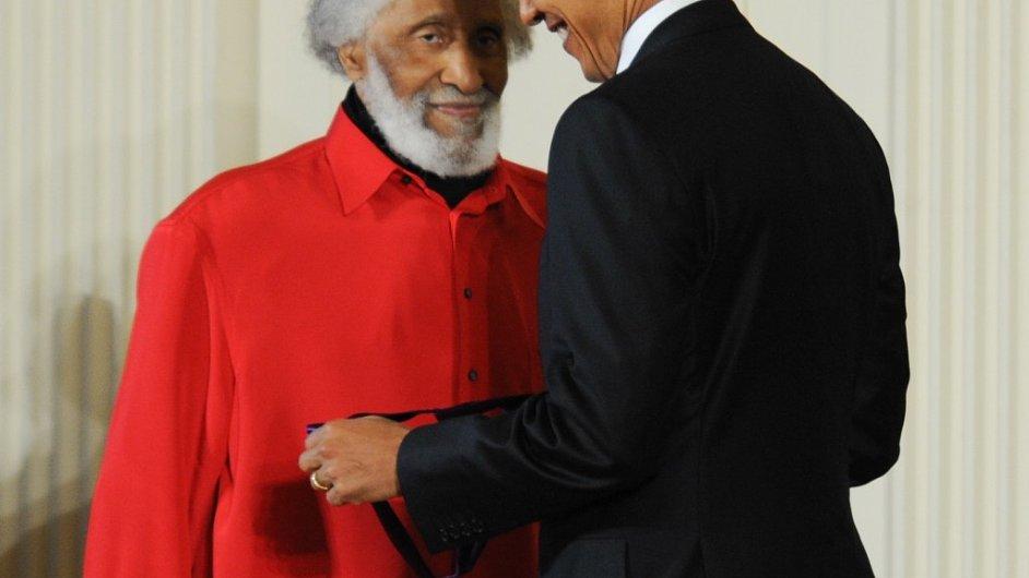 Pod názvem Holding the Stage v pátek vychází již čtvrtá živá nahrávka Sonnyho Rollinse (na snímku s americkým prezidentem Barackem Obamou) z edice Road Shows.