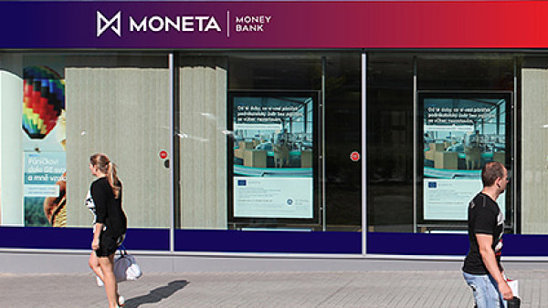 Monetu investo�i dostanou levn�ji ne� jin� banky v regionu. GE akcie prod�v� za cenu mezi 68 a 70 korunami