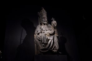 Socha Karla IV. jako římského císaře ze Staroměstské mostecké věže