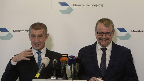 Premiér Andrej Babiš (vlevo) a ministr dopravy Dan Ťok.