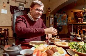 Hlad po propojené budoucnosti. Orientální oběd s podnikatelem Pavlem Sodomkou