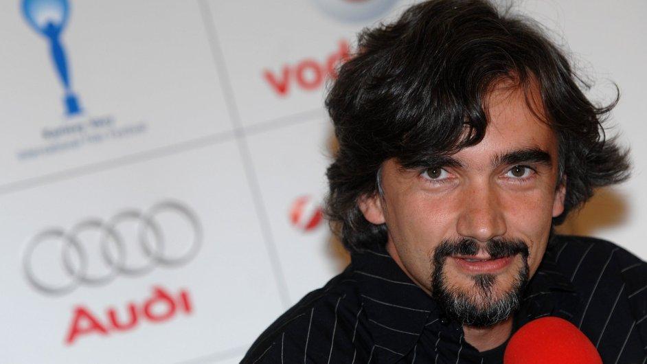 Martin Myšička se ocitá ve třech funkcích – je zároveň hercem, uměleckým šéfem i režisérem.