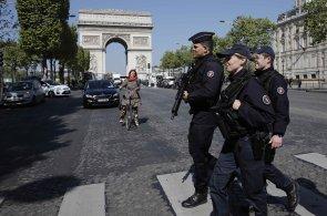 Francie se připravuje na nedělní volby. V ulicích jsou tisíce policistů a vojáků
