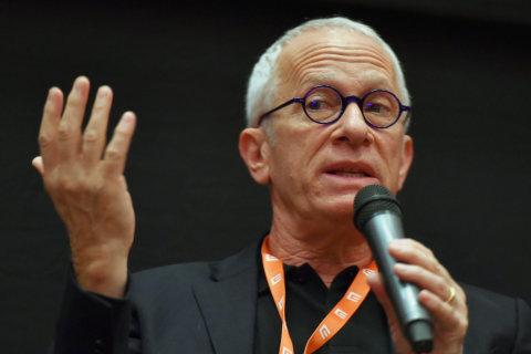 Snímek ze sobotní debaty s Jamesem Newtonem Howardem na festivalu v Karlových Varech.