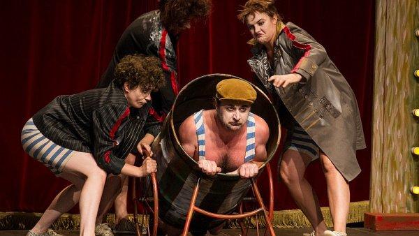 Cirkus Charms! v podání divadla Teatro Tatro.