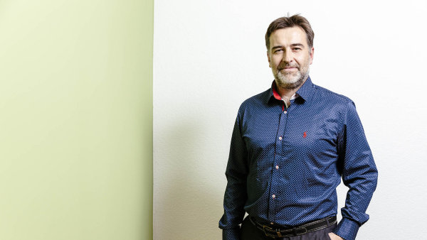 Ředitel Adleru Radek Veselý předtím působil ve společnosti ČEZ, kde řídil několik let účetní oddělení jednotlivých divizí skupiny.