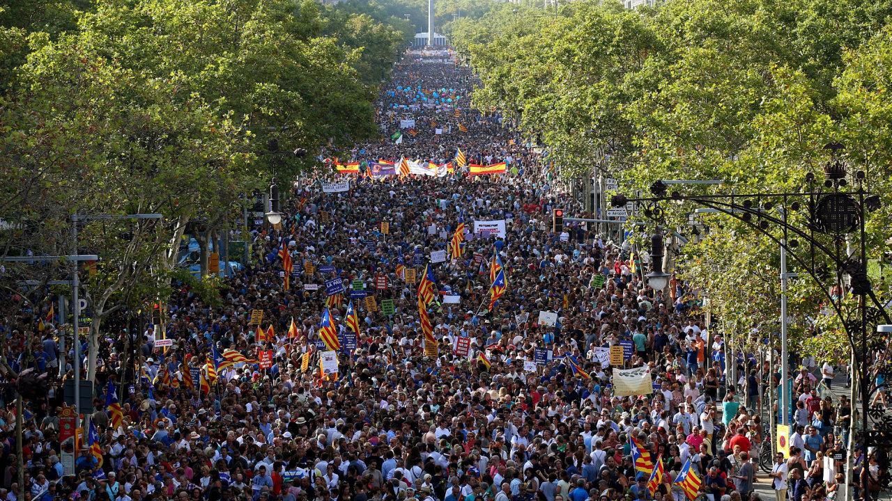 Podle policie se na demonstraci v Barceloně proti terorismu sešlo až půl milionu lidí.