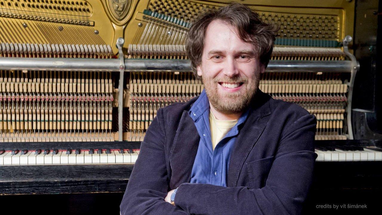 Tomáš Sýkora je členem skupiny šesti mladých českých skladatelů The Prague Six.