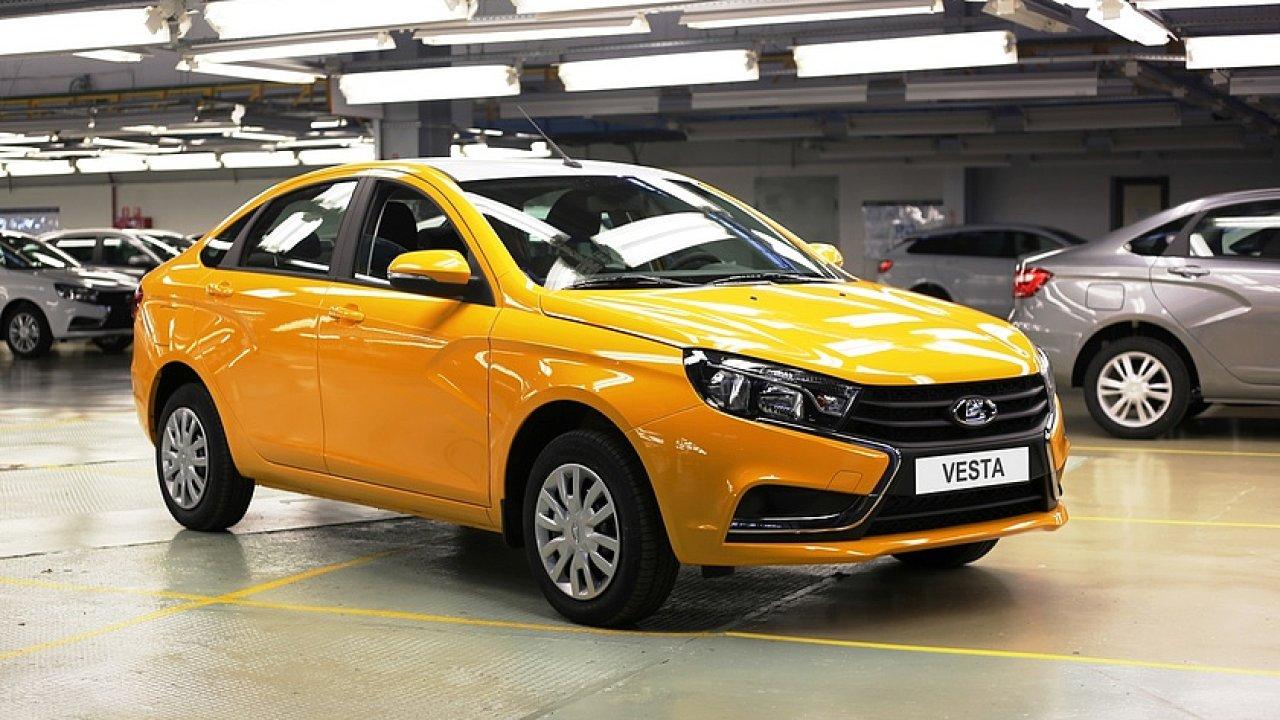 Lada Vesta je jedním ze dvou modelů, které se dostanou na kubánský trh.