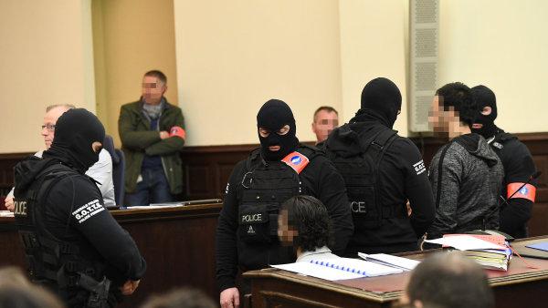 Začal soud se Salahem Abdeslamem, jediným přeživším podezřelým z teroristických útoků z listopadu 2015 v Paříži.
