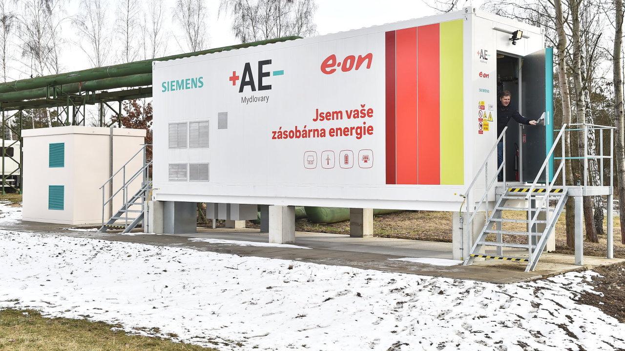 Energetická společnost E.ON uvedla do zkušebního provozu velkokapacitní systém pro ukládání energie. Bateriové úložiště má kapacitu až 1,75 megawatthodiny.
