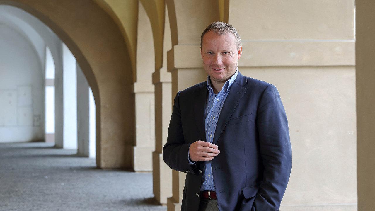 Mezi vážné kandidáty na vládní křesla zatím patří europoslanec Miroslav Poche, který může obsadit resort zahraničí.