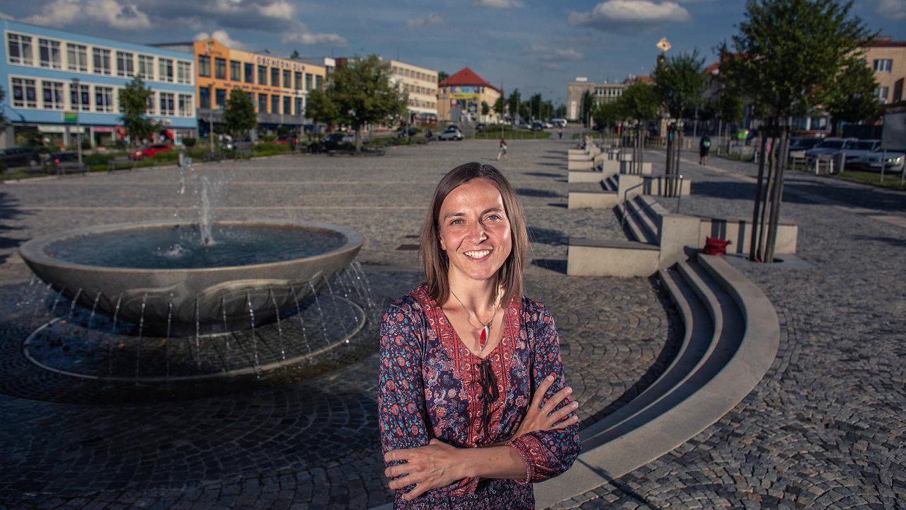 Veronika Černá, organizátorka demonstrace veŽďáru nad Sázavou, protesty označuje zavykřičník, kterým veřejnost upozorňuje nanenormálnost poměrů.