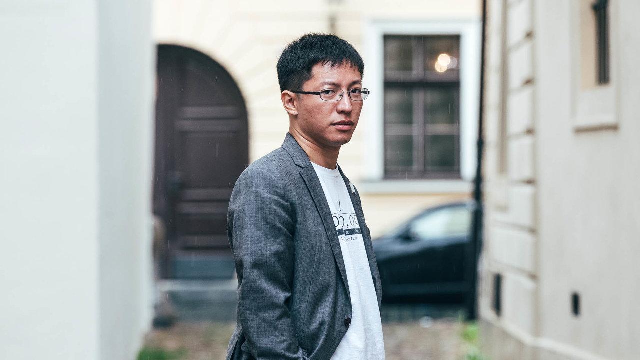 AktivistaYik Mo Wong