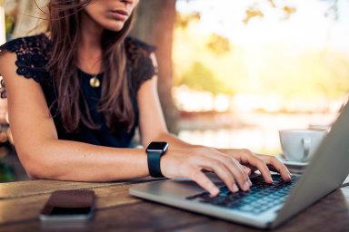 Přes internet. Komunikace súřady by se měla stále častěji odehrávat digitálně. Umožnit to má zákon oprávu nadigitální služby.