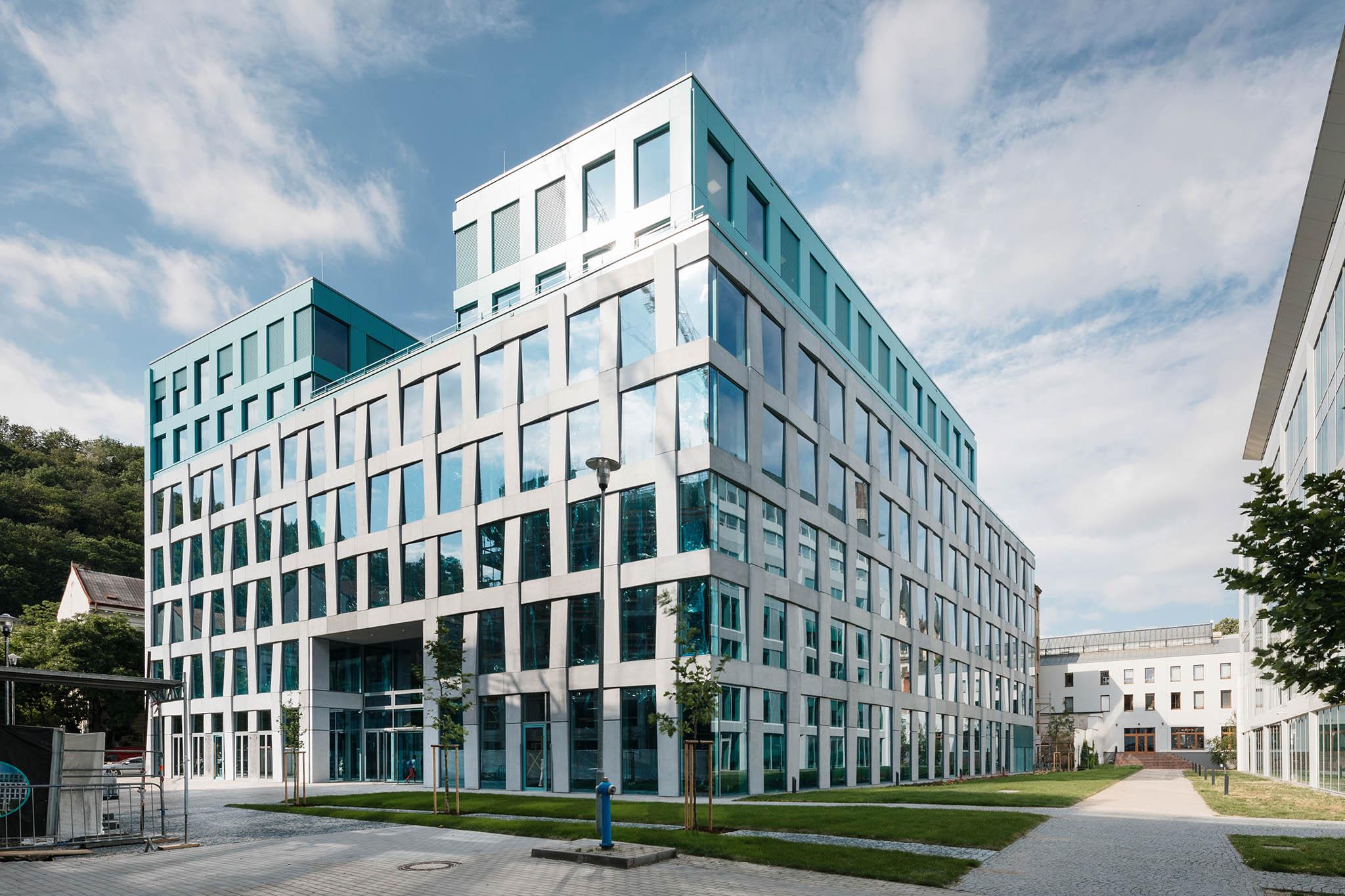 Projekt Praga Studios společnosti Skanska Property CR získal jak ocenění Environmentální projekt roku, tak prvenství vkategorii Nová administrativní centra.