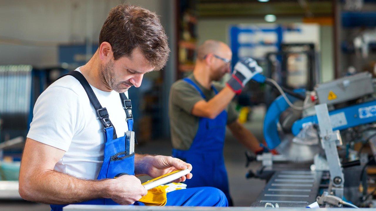 Naprostá většina firem letos musela přidávat zaměstnancům.