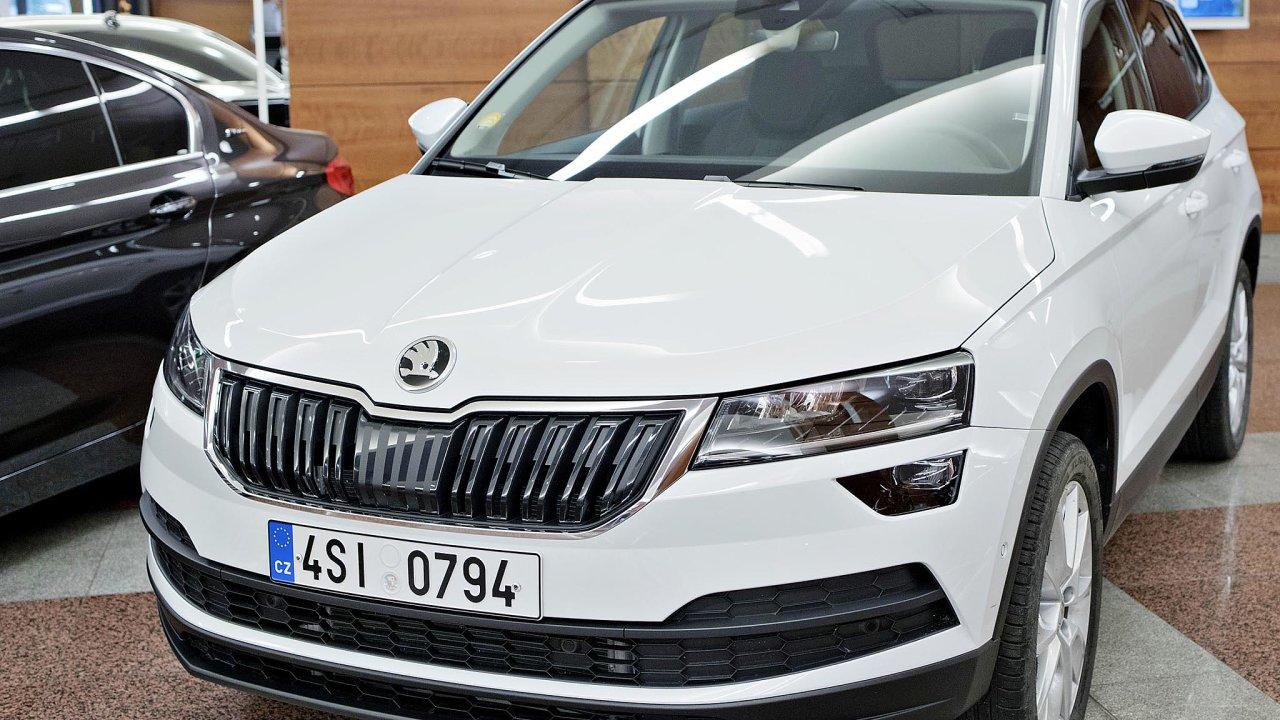 Značka Škoda a SUV – kombinace, která v Česku funguje. Vůz Karoq se loni dostal na třetí místo mezi nejprodávanějšími modely. Po úctyhodném meziročním nárůstu o 51 procent.