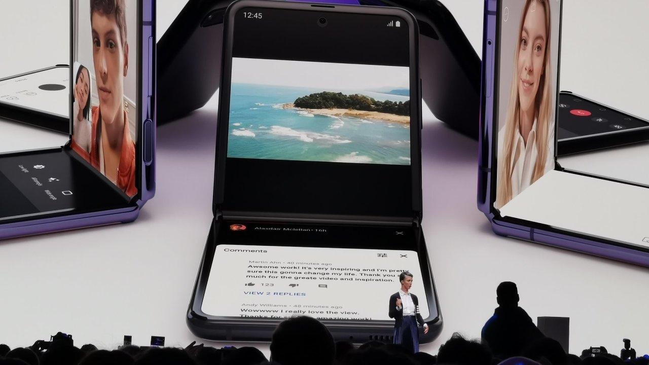 Chytré véčko od Samsungu umí rozdělit obrazovku na dvě, stabilizuje fotky, skrývá slušný výkon a vypadá krásně