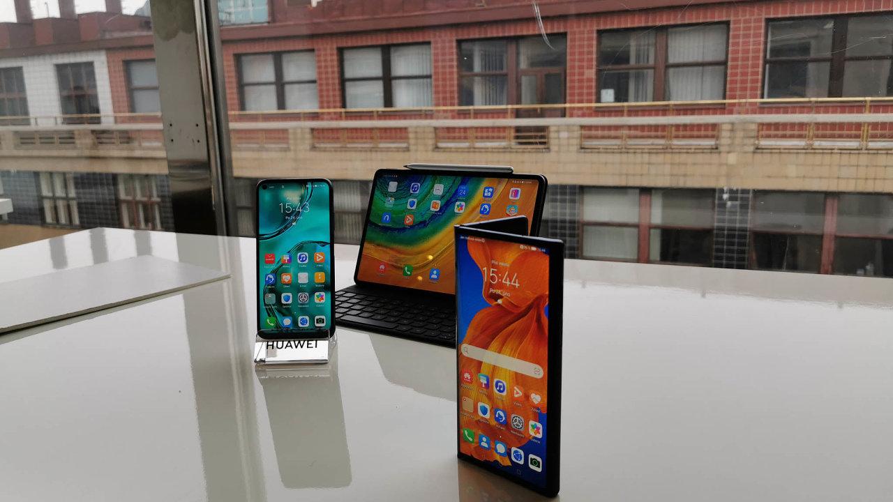 Huawei ukázal novou verzi skládacího telefonu Mate Xs. Bude v něm ale chybět obchod saplikacemi Google Play, YouTube nebo Google Photos.