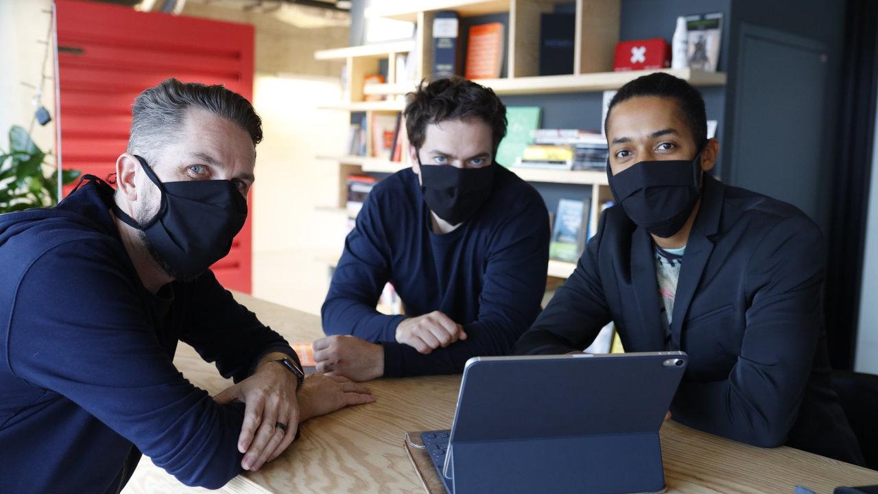 Organizátory The Anti-Panic Conference jsou (zprava) Yemi A. D. z firmy JAD Productions a Milan Šemelák s Vítem Šubertem ze společnosti Unicorn Attacks.