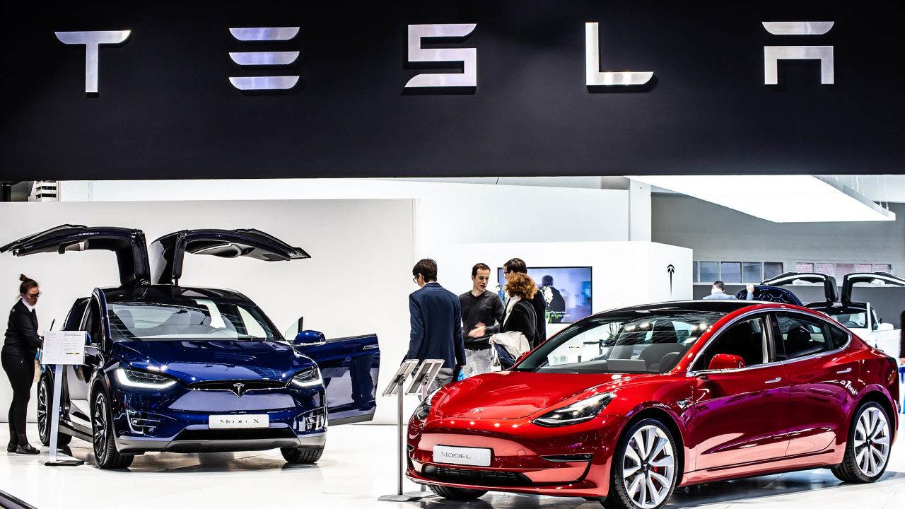 Pomoc z Číny. Americká Tesla si hodlá koupit v Číně baterie, aby mohla nabízet levnější vozy.
