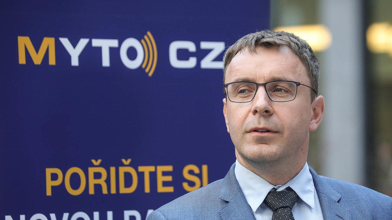 Kremlík loni Janouška konkrétně obvinil z toho, že mu coby ministru dopravy nabízel úplatek za zakázku pro svého klienta, firmu CGI, a to na auditora výběru mýta.