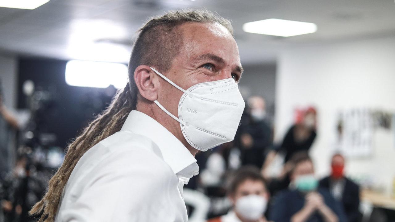 Piráti mají poměrně složitý proces výběru ministrů. Předseda Pirátů Ivan Bartoš, který by se mohl stát podle průzkumů příštím českým premiérem, by to měl náročné i s jejich případným odvoláváním.