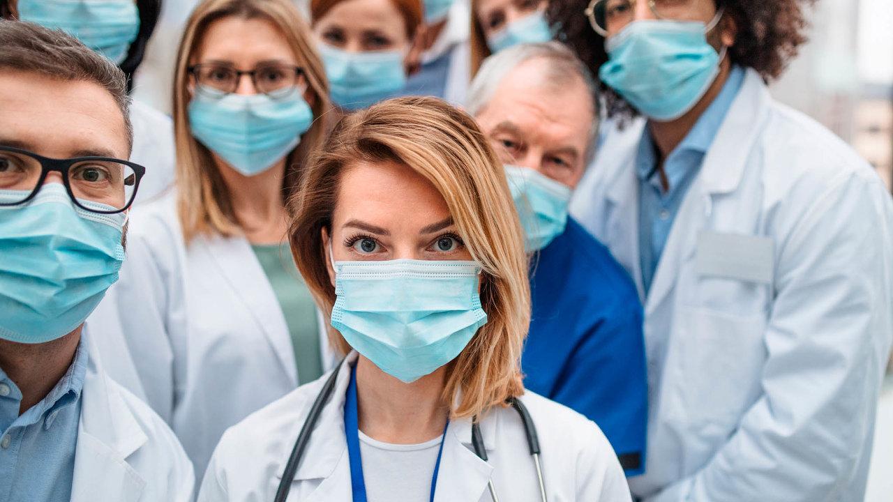 20 procent ředitelů slovenských nemocnic si myslí, že hospodaření tamních nemocnic je efektivní, kdežto vČesku je jich jednou tolik.