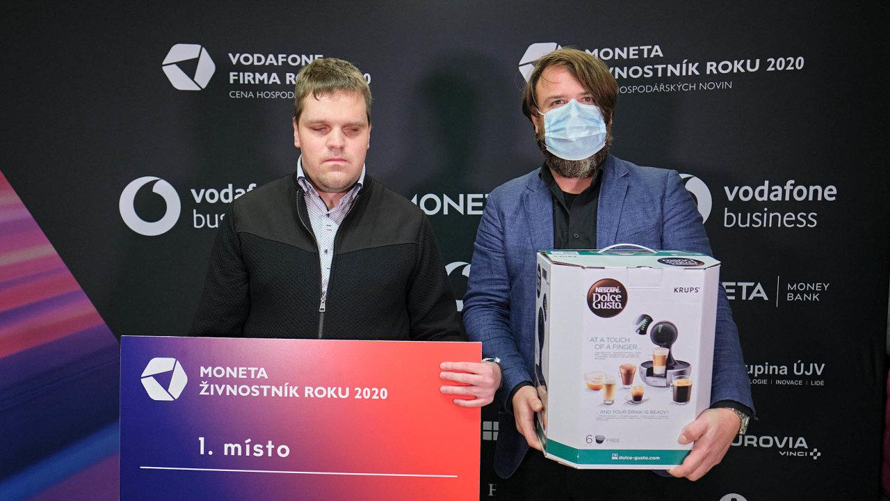 (Zleva) Karel Giebisch, MONETA Živnostník roku 2020 Olomouckého kraje aředitel podnikatelských soutěží Petr Lutonský