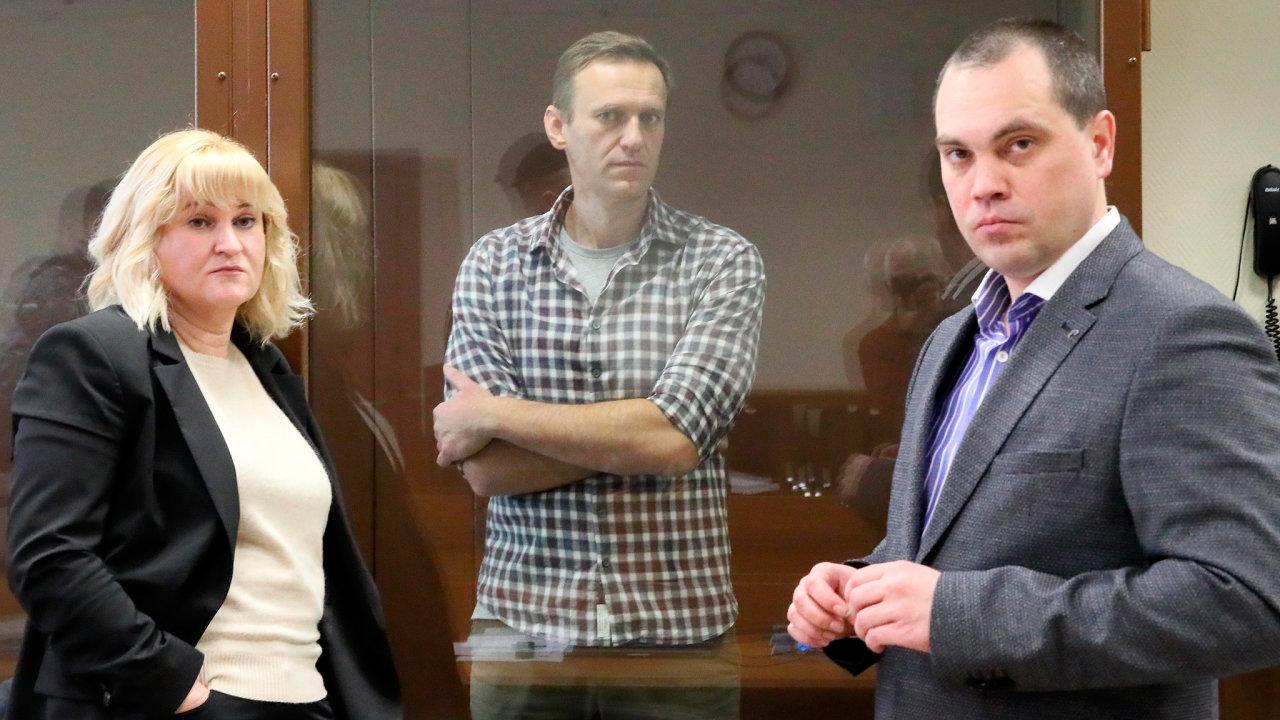 Alexej Navalnyj a jeho právníci Olga Michajlová a Vadim Kobzev