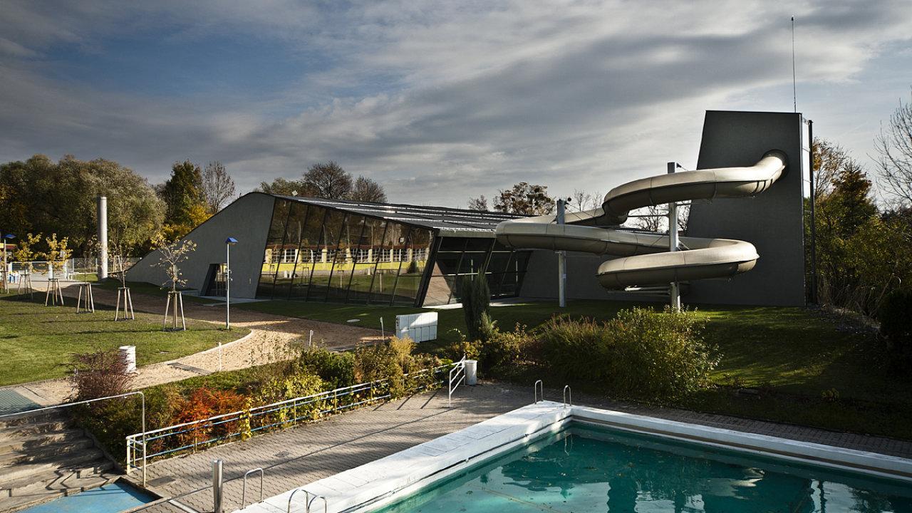 Plavecký bazén patří do série moderních budov, které v posledních letech vyrostly v Litomyšli.