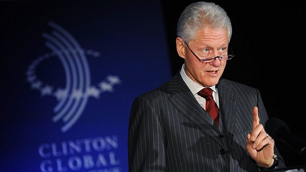 Bill Clinton se anga�uje i po odchodu z B�l�ho domu