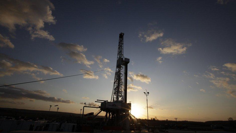 Věž pro těžbu břidlicového plynu - Ilustrační foto.