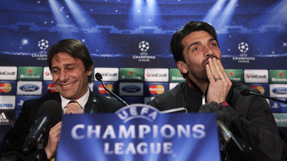 Antonio Conte (vlevo) a Gianluigi Buffon