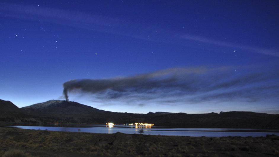Sopka Copahue na hranicích Chile s Argentinou.