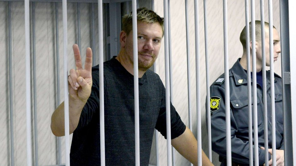 Zadržený aktivista Greenpeace Anthony Perrett
