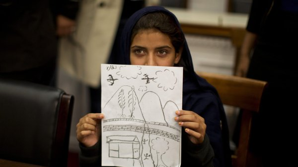 Dev�tilet� Nabeela sv�d�� v Kongresu o �toc�ch bezpilotn�ch letoun� v P�kist�nu