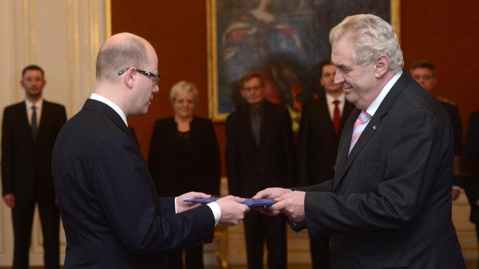 Prezident Miloš Zeman jmenoval Bohuslava Sobotku premiérem.