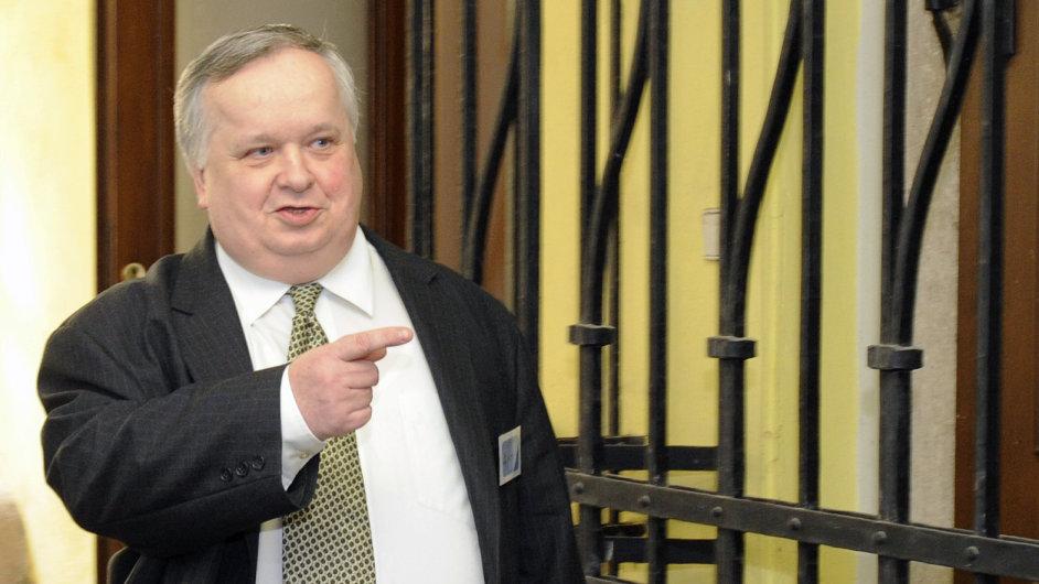 Jiří Lang. Je BIS tak skvělá, nebo drží šéf tajné služby pod krkem vysoké politiky výbušnými informacemi?