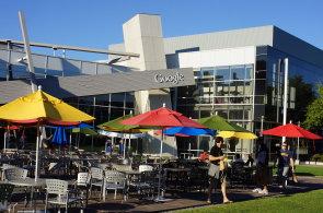 Gratulace Googlu k deseti letům na českém trhu, gratulace Seznamu, že to přežil